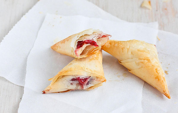 Brie-&-Cranberry-Relish-Phyllo-Turnovers
