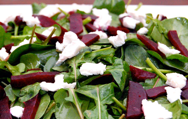 Spinach-Salad-with-Goat-Cheese-and-Beets